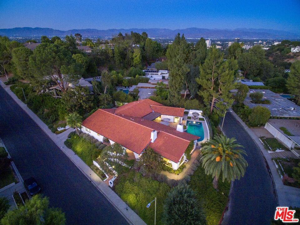 4252     Clear Valley Drive, Encino CA 91436