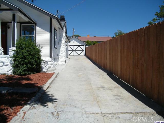 8. 10600 Mountair Avenue Tujunga, CA 91042