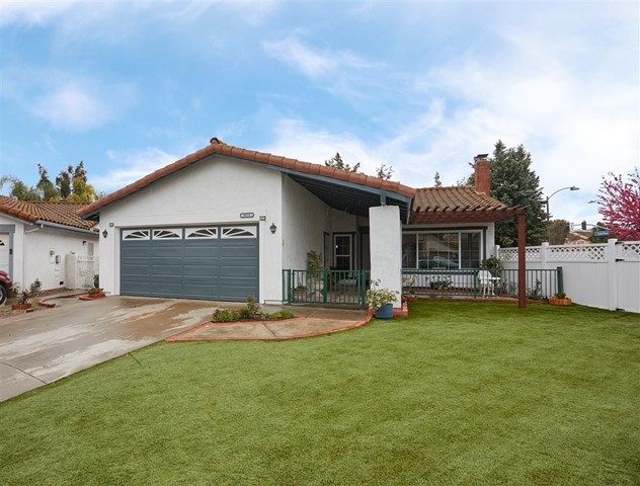 9410 Calle Del Lago, Santee, CA 92071