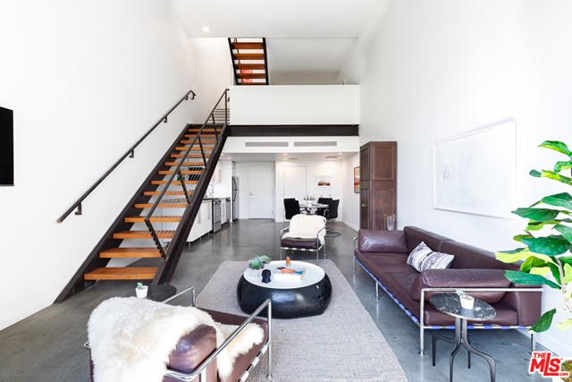 1011 N Orange Grove Avenue 4, West Hollywood, CA 90046