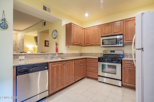12. 461 Country Club Drive #111 Simi Valley, CA 93065