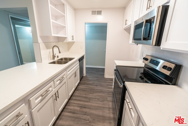 HUGE MOVE-IN SPECIAL! $2,000 RENT CREDIT!! Come See this Beautiful Renovated Apartment Available Now! Most properties have large floor plans and PET FRIENDLY building! Also, our leases have flexible dates! Not looking 12 months? No problem, we are here to work with you. Let us know and we can make your lease as flexible as possible. We know how frustrating moving to a new place and finding out the internet signal is poor, but luckily most of our properties have access to newly installed high speed internet from local carriers.