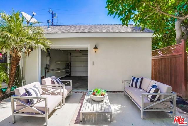 30. 1724 S Carmelina Avenue Los Angeles, CA 90025