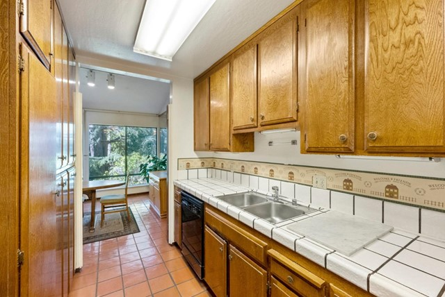 9. 2040 Middlefield Road #24 Mountain View, CA 94043