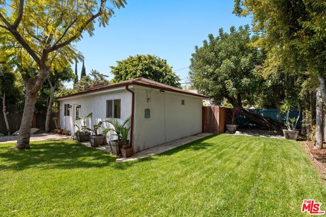30. 745 N Poinsettia Place Los Angeles, CA 90046