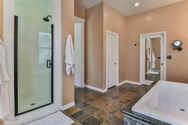 lMain Bedroom Suite7