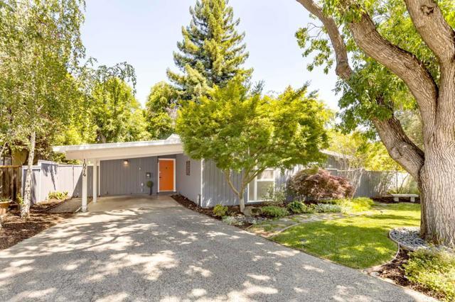 1074 Moffett Circle Palo Alto, CA 94303