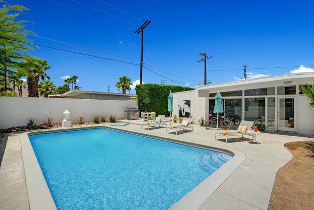 18. 3390 E Paseo Barbara Palm Springs, CA 92262