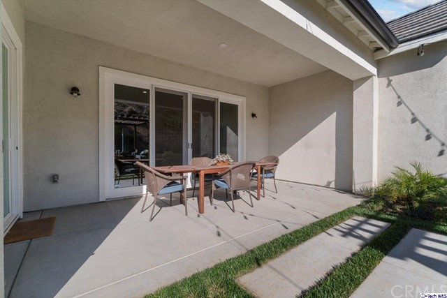 38. 25153 Cypress Bluff Drive Canyon Country, CA 91387