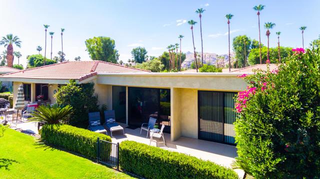 38. 2376 Oakcrest Drive Palm Springs, CA 92264