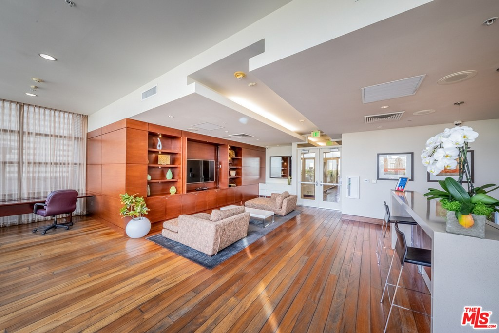4 Floor Club House