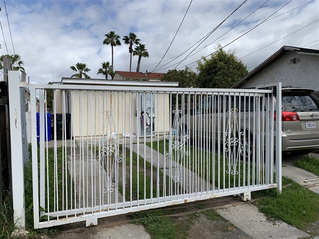 3440 40th, San Diego, CA 92105