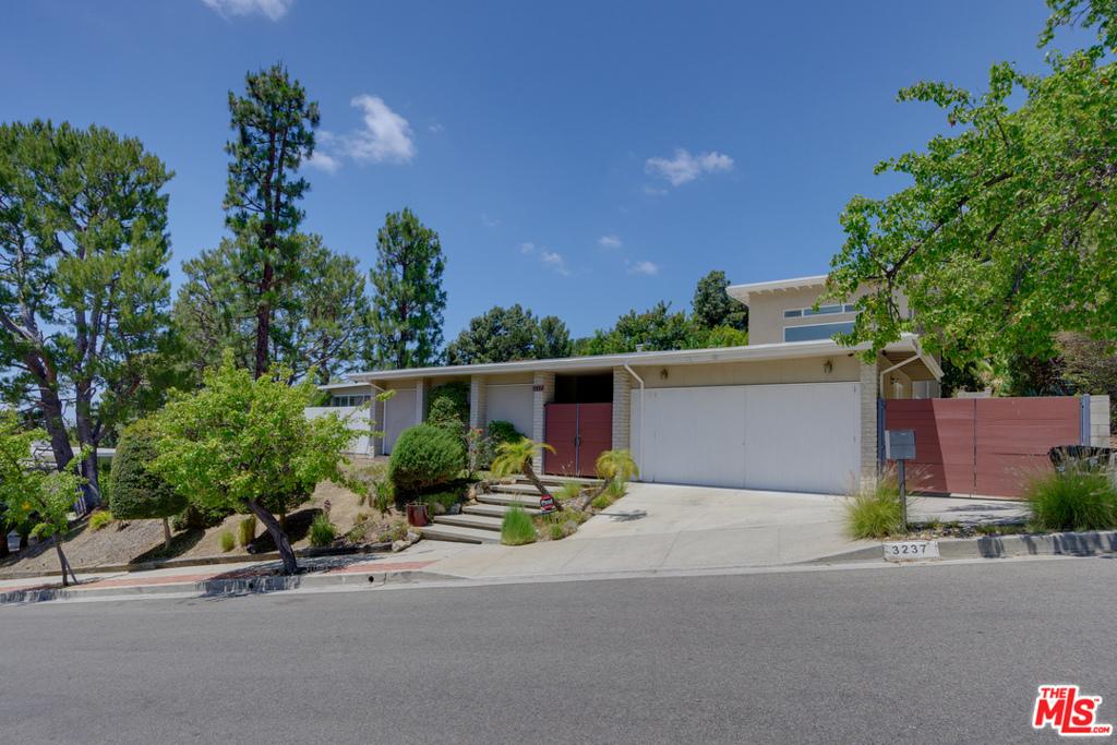 3237     Canyon Lake Drive, Los Angeles CA 90068