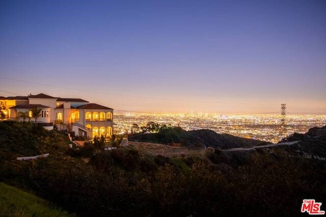2462 SOLAR Drive, Los Angeles, CA 90046