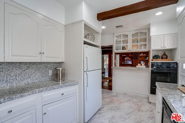 15. 1724 S Carmelina Avenue Los Angeles, CA 90025