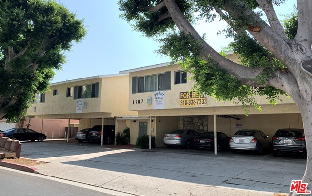 Well kept 20 unit apartment building in Prime West Los Angeles, North of Santa Monica Blvd. situated on a large lot of over 14,000 sq. ft. with a lovely courtyard and apartments overlooking a sparkling pool. Value add opportunity, with a great mix of units. Parking for all apartments. Soft story work has not been done. One of the units might be non-conforming. Buyer to do their own investigations.