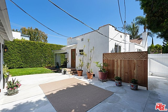 15. 9015 Rosewood Avenue West Hollywood, CA 90048