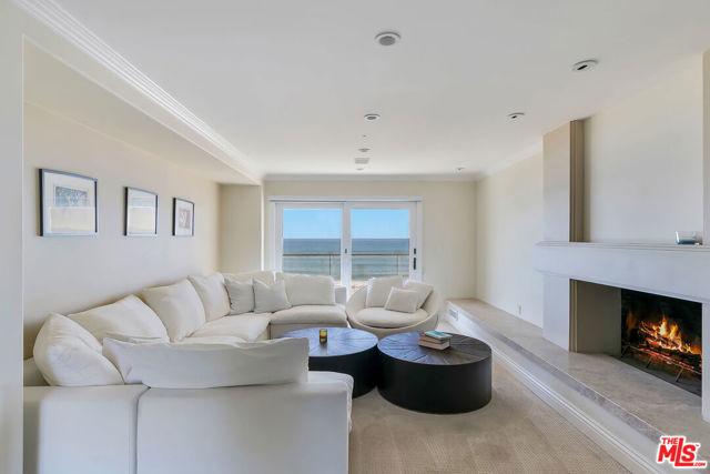 421 Paseo De La Playa, Redondo Beach, California 90277, 5 Bedrooms Bedrooms, ,5 BathroomsBathrooms,For Sale,Paseo De La Playa,21701074