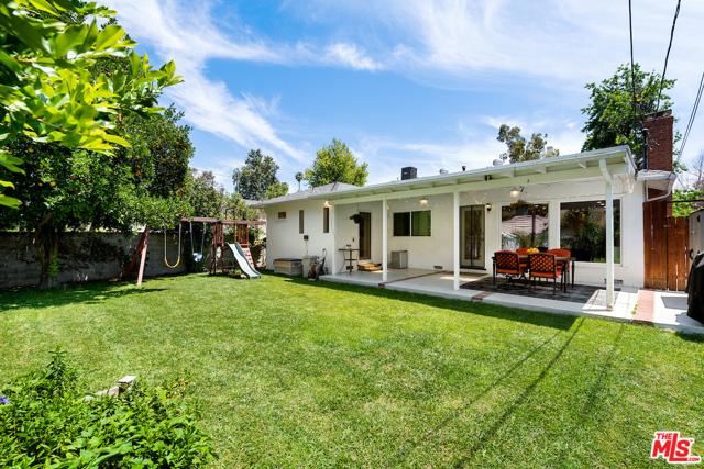 25. 22121 Dumetz Road Woodland Hills, CA 91364