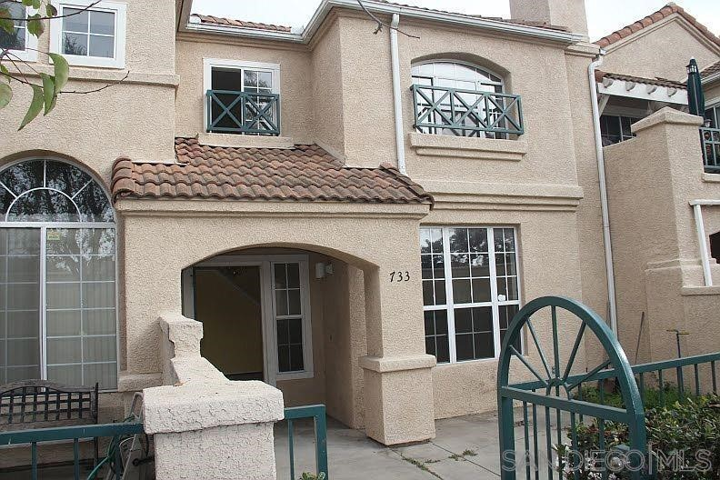 This 2bd + Loft /3ba townhome in the desirable gated Lighthouse community lives the Southern California coastal lifestyle. Ideal location near the resort style clubhouse, pool and spa. Courtyard entrance into the living room with fireplace, vaulted ceilings and two story windows brings in plenty of natural light. A bonus feature unit has an additional 2 parking spaces behind the garage. Neighborhood is close to Camarillo Premium Outlets, State Beach and County Parks, Channel Island Harbor and Naval Bases. Equipment:  Dryer,Garage Door Opener, Range/Oven, Washer Sewer:  Sewer Connected Topography: LL