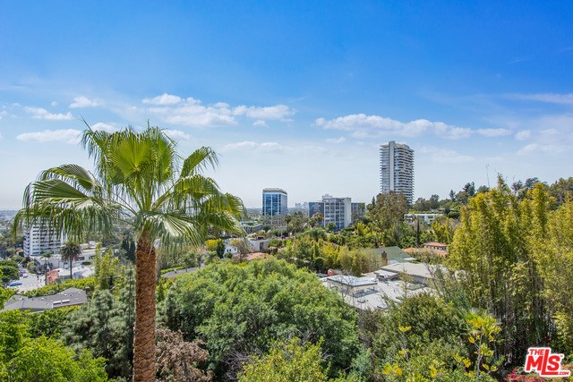 9056 ST IVES Drive, Los Angeles, CA 90069