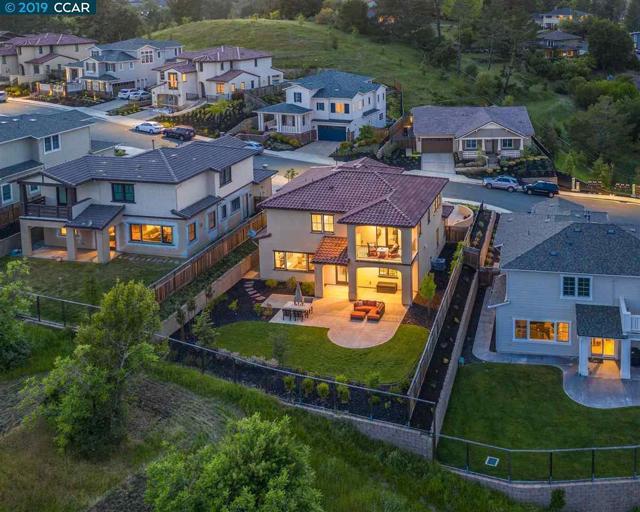 218 Willowbrook Lane, Moraga, CA 94556