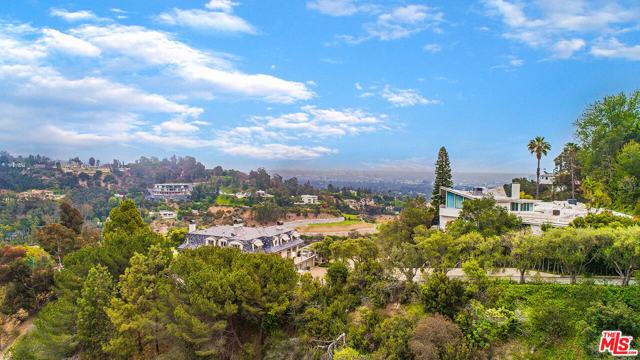 28. 1000 Stradella Road Los Angeles, CA 90077