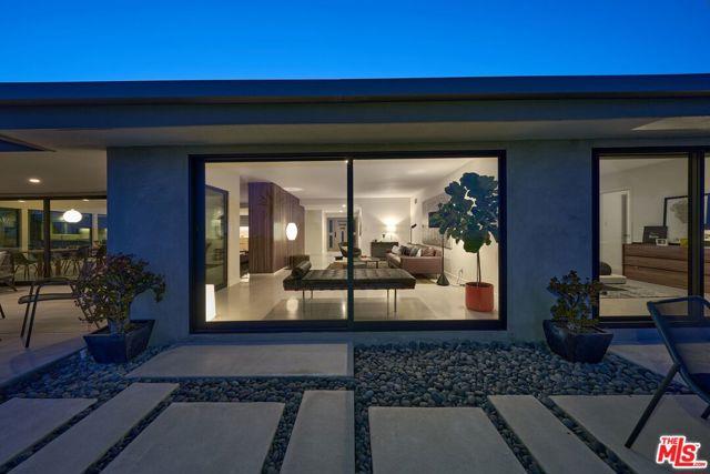 19. 4146 Mantova Drive Los Angeles, CA 90008