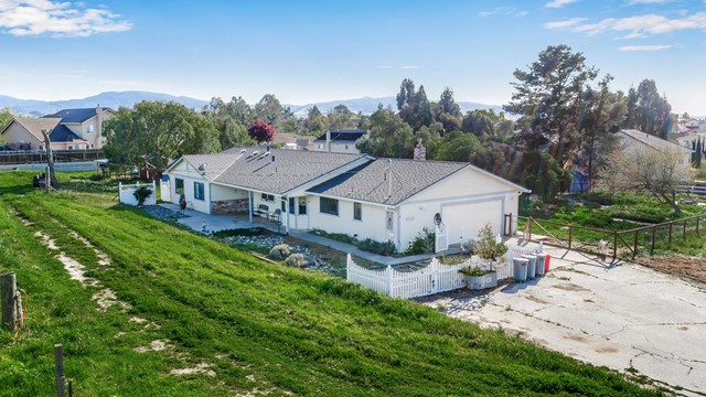 1613 Hillcrest Road, Hollister, CA 95024