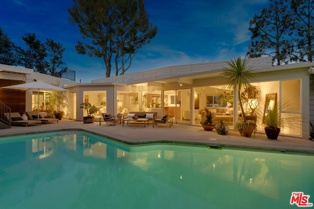 8855 SKYLINE Drive, Los Angeles, CA 90046