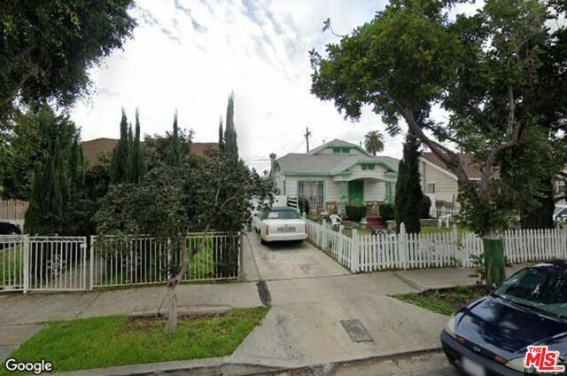 6011 MADDEN Avenue, Los Angeles, CA 90043