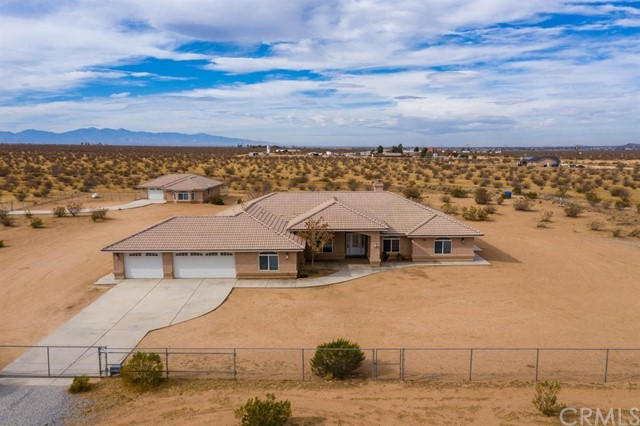 11820 Laguna Seca Drive, Apple Valley, CA 92308