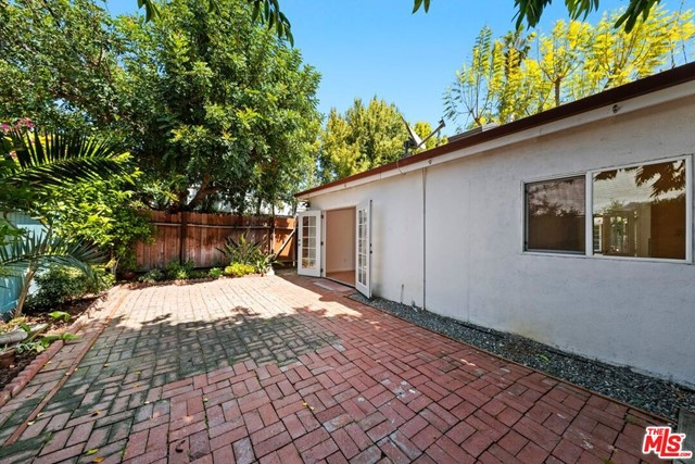 41. 745 N Poinsettia Place Los Angeles, CA 90046