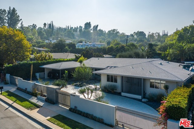 Photo of 5025 Amigo Avenue, Tarzana, CA 91356