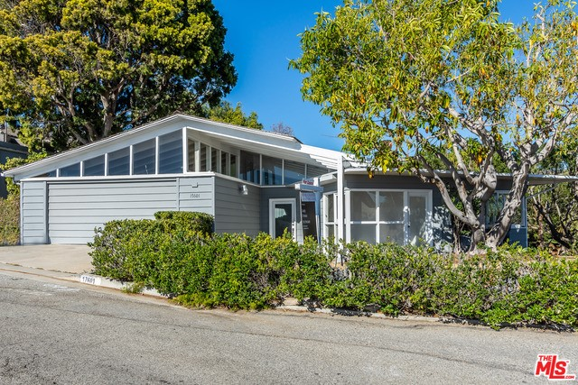 17601 Tramonto Dr, Pacific Palisades, CA 90272