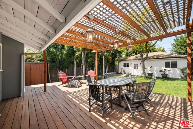 24. 745 N Poinsettia Place Los Angeles, CA 90046