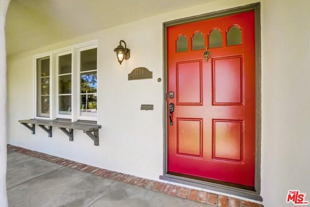2. 1724 S Carmelina Avenue Los Angeles, CA 90025