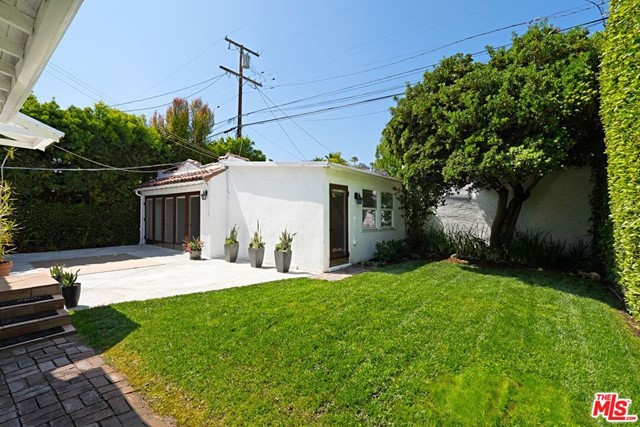 13. 9015 Rosewood Avenue West Hollywood, CA 90048