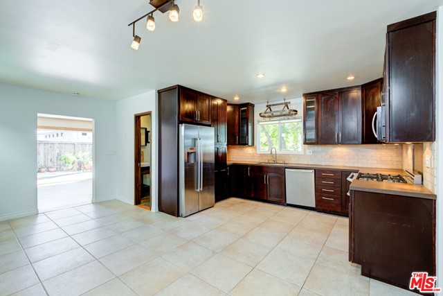1126 19Th Street, Hermosa Beach, California 90254, 3 Bedrooms Bedrooms, ,1 BathroomBathrooms,For Rent,19Th,21713742
