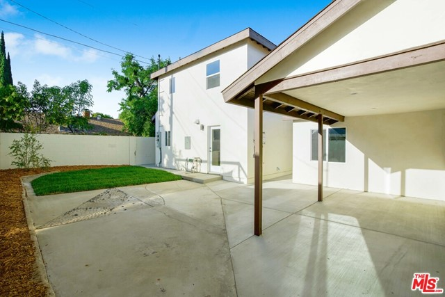 46. 17501 Arminta Street Northridge, CA 91325