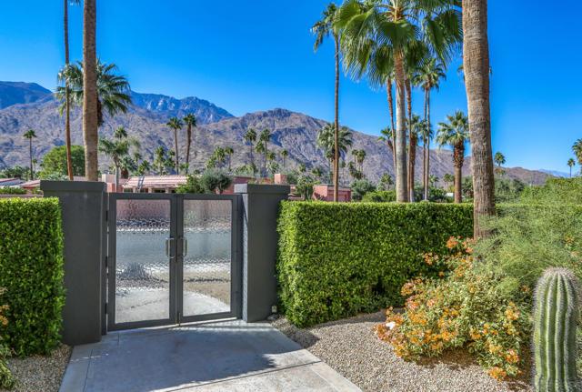 2000 Caliente Drive, Palm Springs, CA 92264