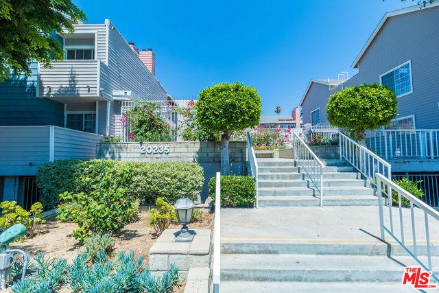 20235 KESWICK Street 307, Winnetka, CA 91306