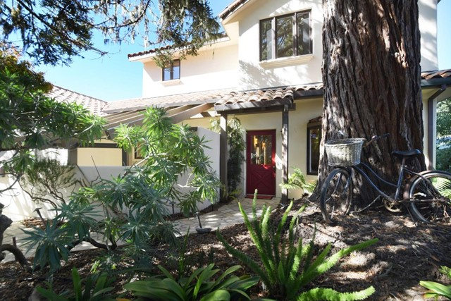 220 Forest Park Court, Pacific Grove, CA 93950