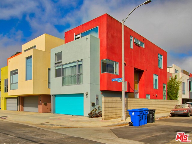 517 Victoria is a single family residence for sale in Venice, CA. See brochure for more info.