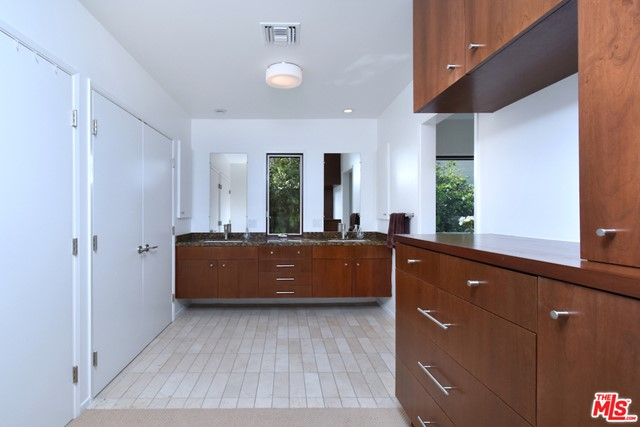 18. 1262 N Norman Place Los Angeles, CA 90049