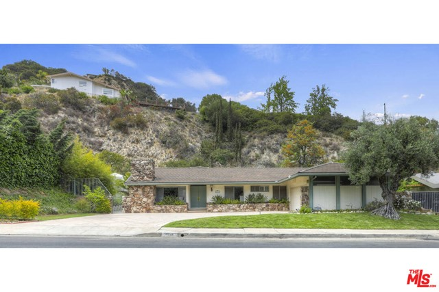 16317 Royal Hills Drive, Encino, CA 91436