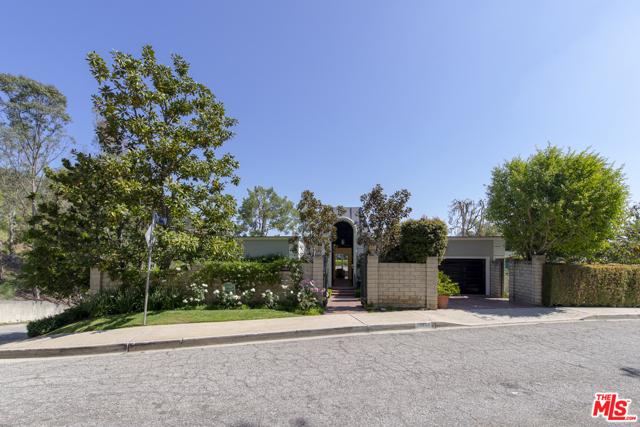 10661 Lindamere Dr, Los Angeles, CA 90077