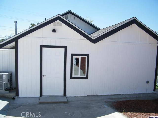 32. 10600 Mountair Avenue Tujunga, CA 91042