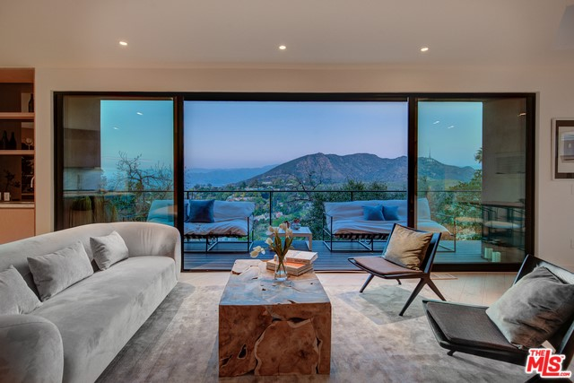 6876 PACIFIC VIEW Drive, Los Angeles, CA 90068