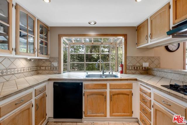 6. 4420 Da Vinci Avenue Woodland Hills, CA 91364